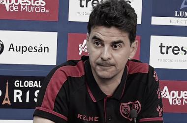 Míchel comparece durante una rueda de prensa | Fotografía: Rayo Vallecano
