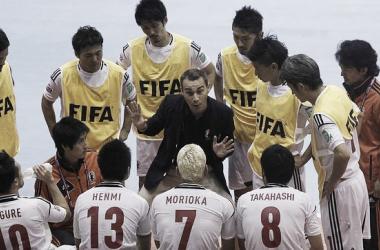 Miguel Rodrigo da órdenes a sus jugadores durante un tiempo muerto en el presente mundial