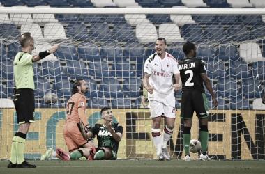 Ibrahimovic marca dois, Milan bate Sassuolo e embala nono jogo sem derrota
