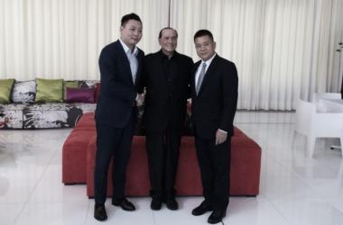 Han Li, Silvio Berlusconi e Yonghong Li, sport.sky.it