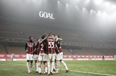 Em jogo espetacular, Milan supera Lazio no fim e segue na liderança invicta da Serie A