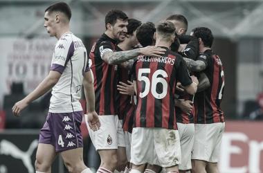 Milan vence Fiorentina com tranquilidade e abre vantagem na liderança da Serie A