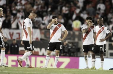 Pitazo final de Abal y fin del partido. Pálida imagen dejada en casa (Foto: Clarín),