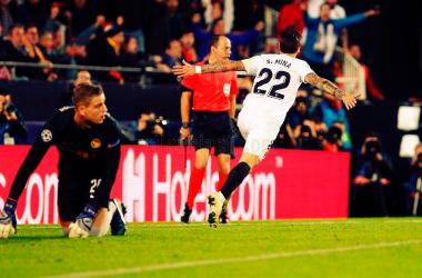 Santi Mina celebra uno de los tantos anotados ante el Young Boys. | Foto: Valencia CF