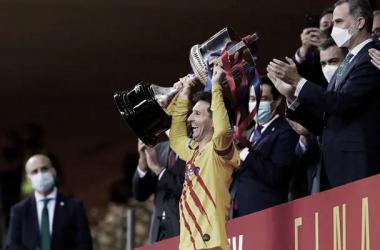 Leo Messi levantando la Copa del Rey. | Foto: German Parga - FC Barcelona