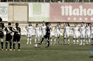 Jugadoras guardando minuto de silencio | Fotografía: La Liga