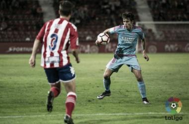 Saúl (3) y Sangalli (8) durante el partido de la primera vuelta jugado en Montilivi. | Foto: La Liga.