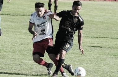 Imagen del partido que se disputó hoy entre el Deportivo Maipú y Mitre (SE)
