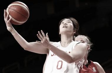 Maeko Nagaoka anotando una canasta. (Fuente: Agencia EFE)