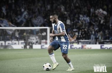 Vargas conduce el balón en un partido con el Espanyol / Foto: Noelia Déniz.