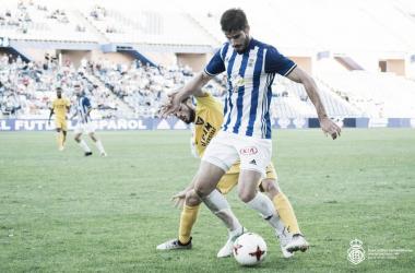 Monsalve disputando un balón | Fotografía: Recreativo de Huelva