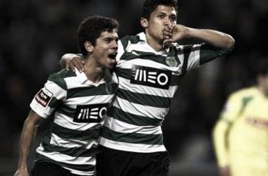 Fredy Montero e André Martins festejam a subida ao topo da Liga Zon Sagres. (Foto: Record)