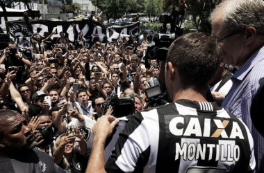 Sob festa da torcida, Montillo é apresentado no Botafogo