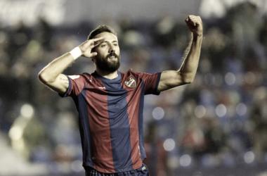 Morales celebrando un gol con el Levante UD. Fuente: Levanteud.com