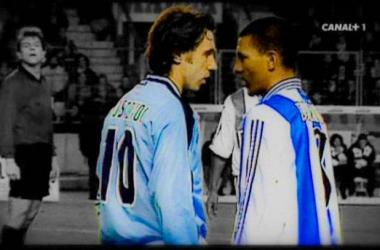 La rivalidad que mantuvieron Mostovoi y Djalminha representa a la perfección la tensión del derbi gallego. Fotografía: Canal+.