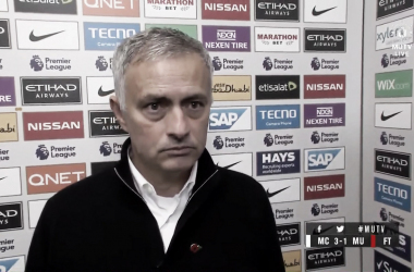 José Mourinho atiende a Manchester United TV | Fotografía: Manchester United