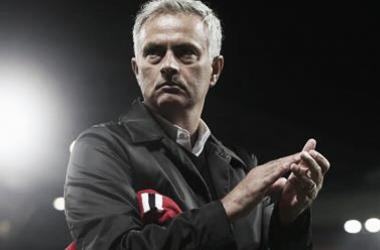 """Mesmo com derrota, Mourinho exalta torcida e jogadores do United: ''Time está unido"""""""