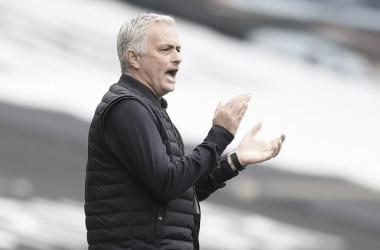 """Mourinho elogia postura do Tottenham contra Leicester: """"Soubemos machucá-los"""""""