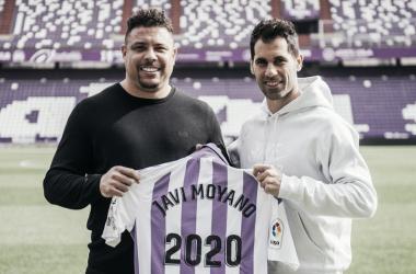 Moyano posando con Ronaldo | Foto: Real Valladolid