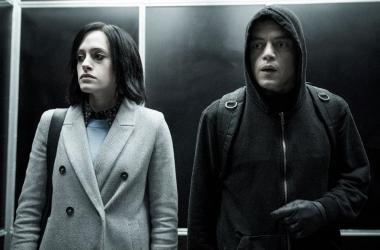 Darlene y Elliot en una escena del quinto episodio de la temporada final / Fotografía de Forbes.
