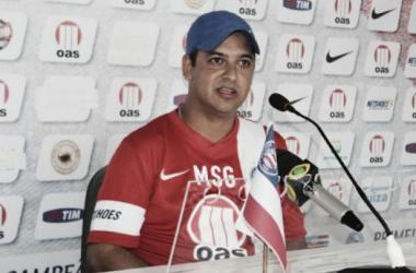 """Marquinhos Santos elogia time, prevê evolução e destaca os """"gringos"""""""