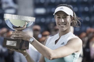 Garbiñe Muguruza con el título de campeona de Monterrey 2019 | Foto: WTA
