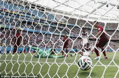 Muller marcou três e foi o homem do jogo