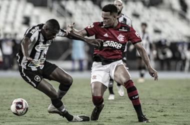 Flamengo vence clássico e assume liderança; Botafogo perde invencibilidade