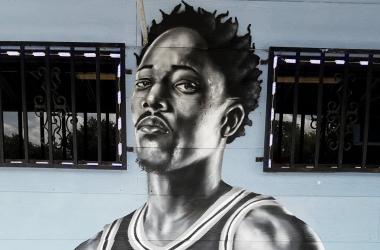 Un artista callejero retrata a DeRozan con un graffiti. Foto:NBA.com