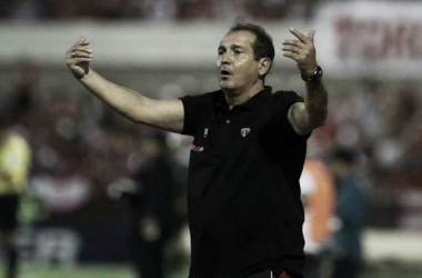 Muricy desaprova expulsão de Rodrigo Caio, mas aponta desgaste da equipe como fator principal pela derrota