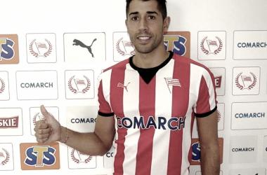 Gerard Oliva en la presentación como nuevo jugador del MKS Cracovia SSA | Foto: Instagram Gerard Molina (@gerardoliva9)