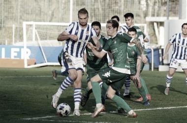 Disputa de balón del central Arambarri. Fuente: Real Sociedad