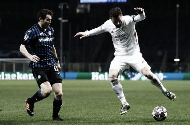 Nacho en la disputa del balón durante el partido | Fuente: Twitter Real Madrid.