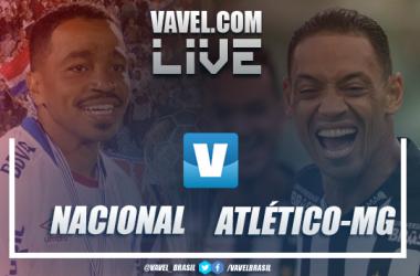 Álvaro Pereira, do Nacional, e Ricardo Oliveira, do Atlético-MG (Imagem: VAVEL Brasil)