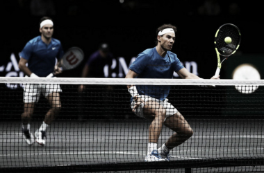 Roger Federer y Rafa Nadal en acción durante la Laver Cup 2017 en Praga. Foto: zimbio.com