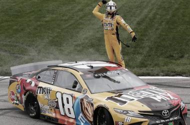 Festejo de Kyle Busch en el trióvalo / Foto: Toyota Racing (Twitter)