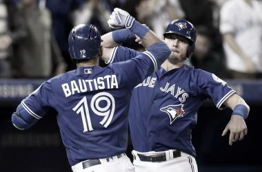 Bautista celebrando durante un encuentro de la MLB / Foto: Associated Press