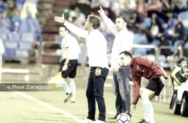 Natxo dirige al equipo en el último partido celebrado en La Romareda, frente al Real Valladolid. FOTO: REAL ZARAGOZA