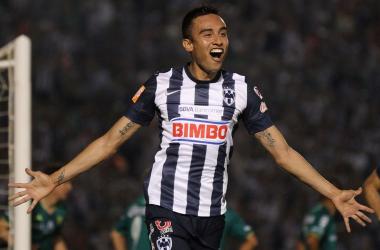 Jesús Zavala festejando un gol.