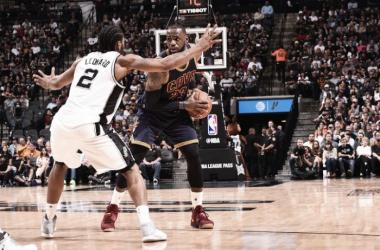 Resumen NBA: los Spurs acaban con los Cavs y dan el liderato del Este a los Celtics