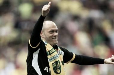Neil celebrates after the Canaries' Wembley win - image via scotsman.com
