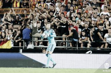 """Norberto Murara """"Neto"""" durante su debut liguero en Mestalla frente a Las Palmas. Fuente: Valencia CF."""