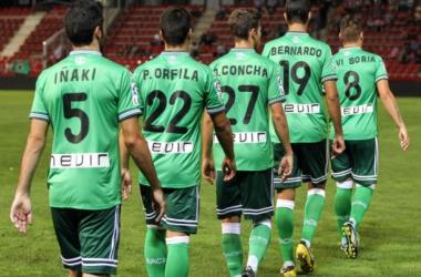 Los jugadores verdiblancos saltan a Montilivi el pasado domingo. Foto: Real Racing Club