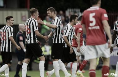 Los Magpies celebran la victoria. | Foto: Newcastle United.