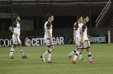 Quignon, Isnaldo, Rodríguez y Scocco, se lamentan por la derrota. / Foto: Diario La Capital.