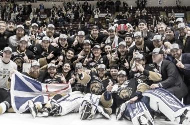 Newfoundland Growlers celebrando el título de campeón de la Kelly Cup   Foto: ECHL.com
