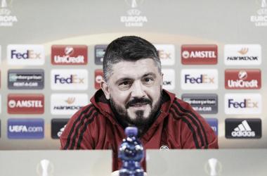 Imagen de la rueda de prensa de Gattuso previa al enfrentamiento con el Arsenal. Foto: acmilan.com