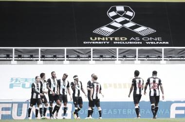 Com gol de Joelinton, Newcastle se impõe e passa bem pelo Sheffield United