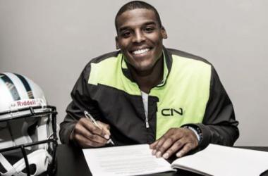 Carolina Panthers renova com quarterback Cam Newton por mais cinco anos