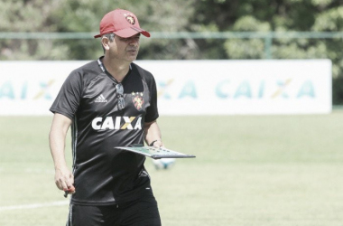 Técnico prometeu time misto contra a Ponte Preta (Foto: Williams Aguiar / Sport Club do Recife)
